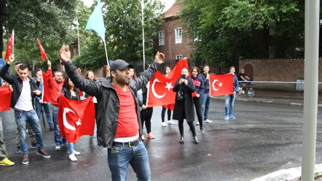 VIDEO: BOMBS, VIOLENCE ON STOCKHOLM STREETS AS TURKS AND KURDS SCRAP