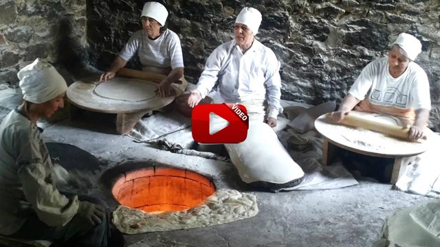 Lavash,-the-preparation,-meaning-and-appearance-of-traditional-Armenian-bread