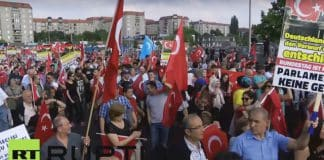 Turkish groups protest upcoming Armenia resolution in Berlin