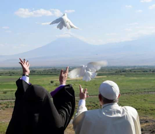Pope releases doves toward Turkey from Khor Virap monastery in Armenia
